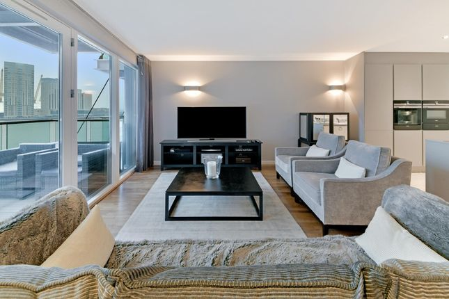 Flat for sale in New Providence Wharf, Fairmont Avenue, London
