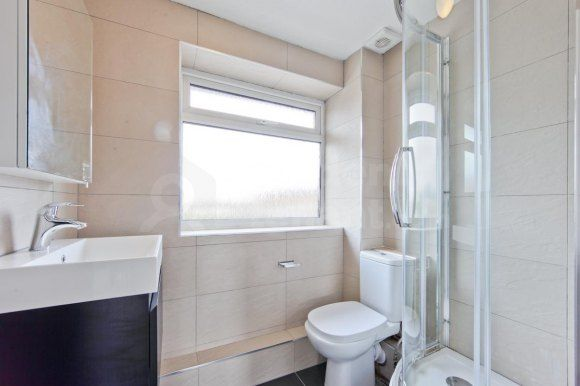 Thumbnail Shared accommodation to rent in Smith Street, Surbiton, Greater London