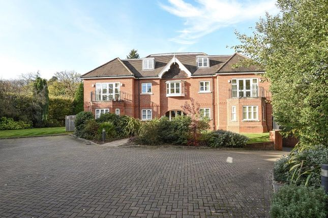 Thumbnail Flat for sale in Snows Rise, Windlesham