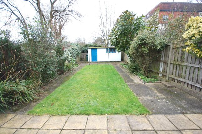 Picture No. 10 of Chislehurst Avenue, North Finchley, London N12