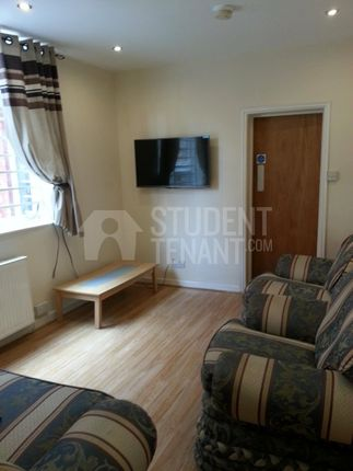 Thumbnail Shared accommodation to rent in Dickenson Road, Manchester