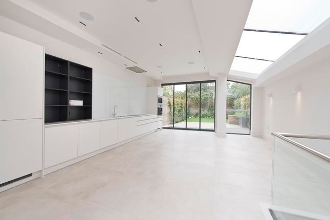 Thumbnail Property to rent in Wallingford Avenue, London