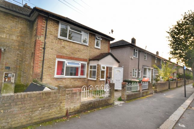 Thumbnail Terraced house to rent in Churchill Road, London