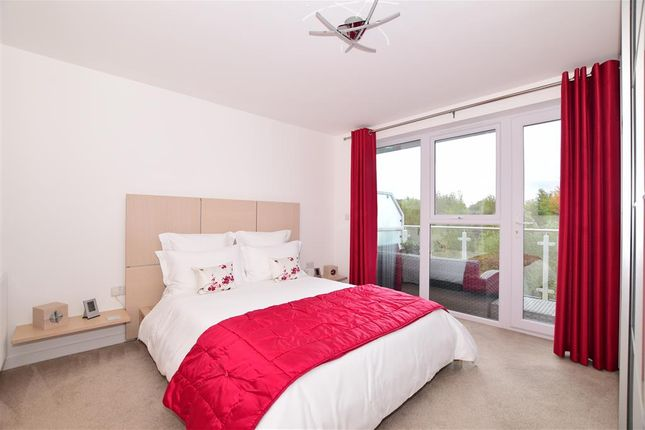 Thumbnail Flat for sale in Willow Close, Holborough Lakes, Kent