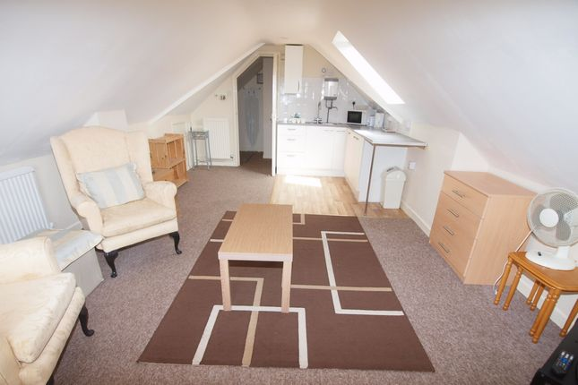 Thumbnail Room to rent in Grove Avenue, Yeovil