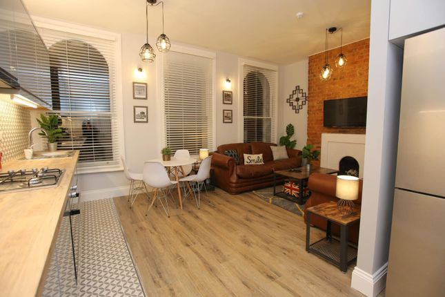 Thumbnail Shared accommodation to rent in King Street, Luton