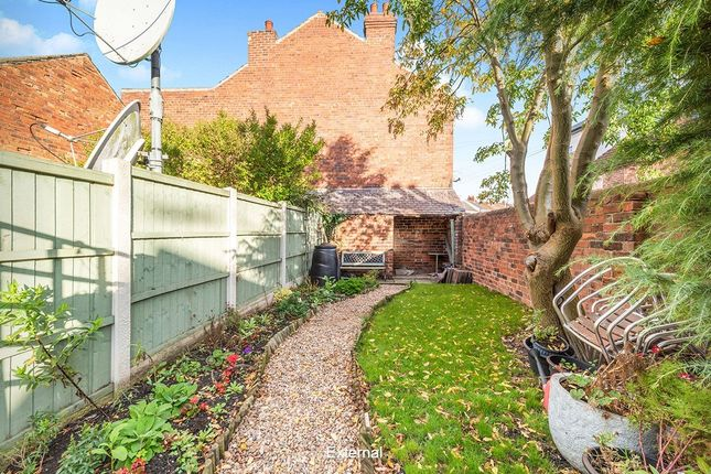 Thumbnail Flat for sale in Chatsworth Road, Chesterfield, Derbyshire