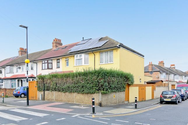 Thumbnail Flat for sale in Bond Road, Mitcham