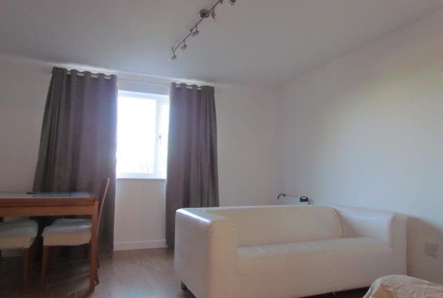 Thumbnail Flat to rent in Overton Drive, Chadwell Heath, Romford