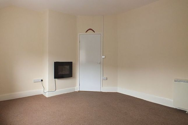 Thumbnail Flat to rent in High Street, Coedpoeth, Wrexham