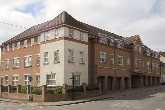 Thumbnail Flat for sale in Station Road, Linslade, Leighton Buzzard
