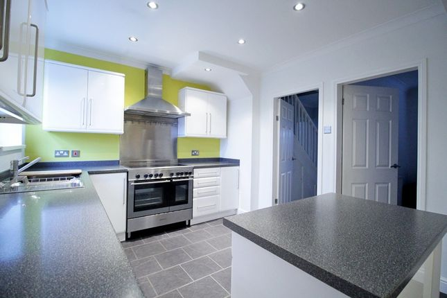 3 bed semi-detached house to rent in Southville Close, Feltham TW14
