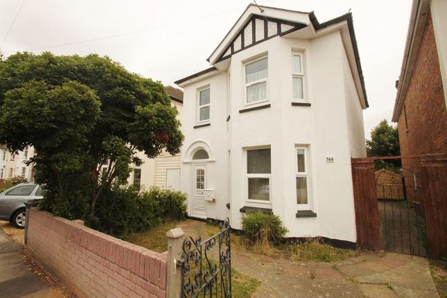 Detached house to rent in Capstone Road, Bournemouth