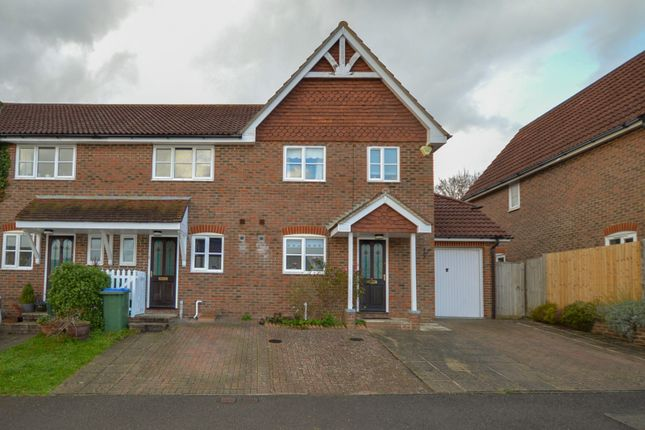Thumbnail Property to rent in Lyntons, Pulborough