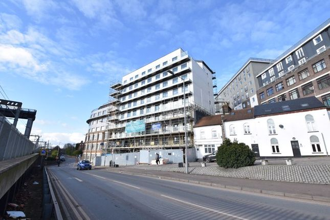 2 bed flat for sale in Midland Road, Luton LU2