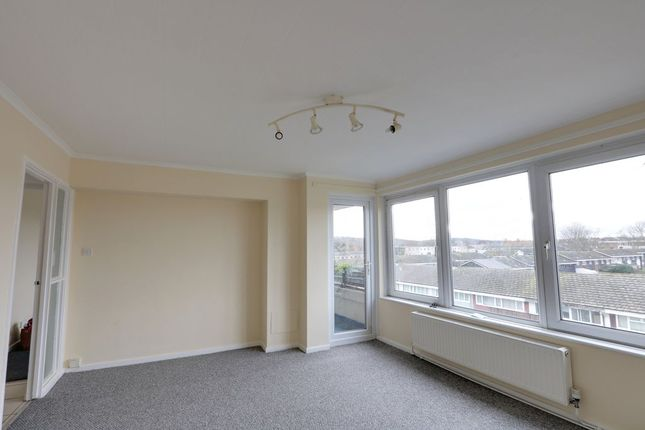 2 bed flat to rent in Woolmer Green, Laindon, Basildon SS15