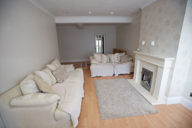 Thumbnail Semi-detached house to rent in Warwick Crescent, Hayes