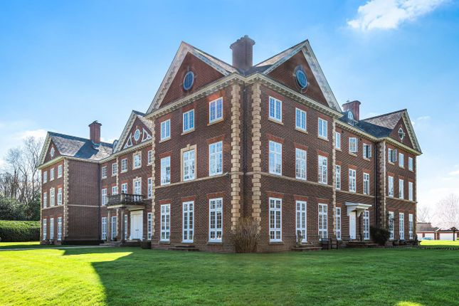 2 bed flat for sale in Warnham Manor, Ends Place, Byfleets Lane, Horsham RH12