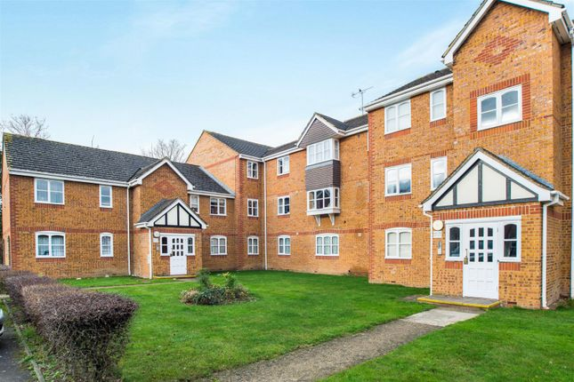 Thumbnail Flat to rent in Philips Close, Carshalton