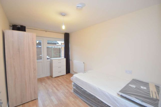 Room to rent in Jonathans, Coffee Hall MK6