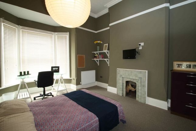 Waverley street arboretum nottingham ng7 6 bedroom flat for Bedroom zone nottingham