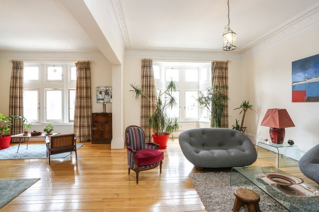 Thumbnail Flat to rent in Palace Court, London