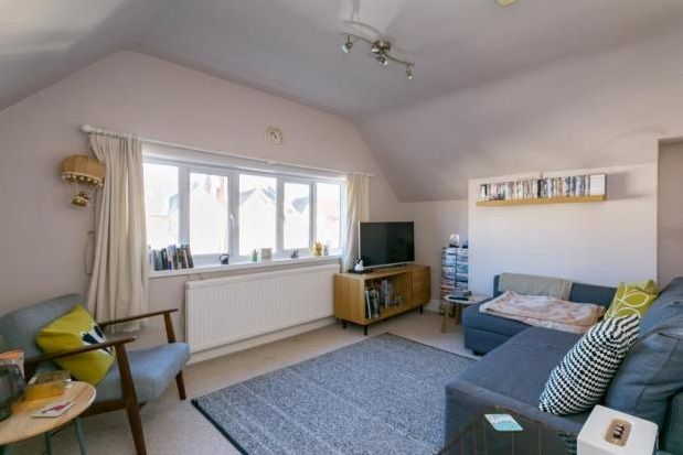 1 bed flat to rent in Gleneldon Road, London