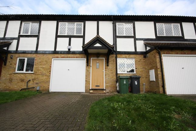 Thumbnail Flat to rent in Carbis Close, London