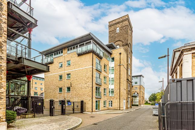 4 bed flat for sale in Hopton Road, London, Greater London SE18
