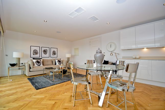 2 bed flat to rent in Commercial Road, London