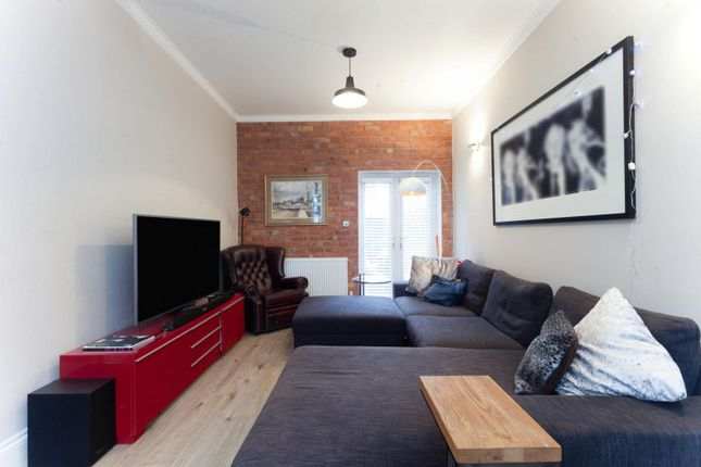 Thumbnail Terraced house to rent in Victoria Avenue, London