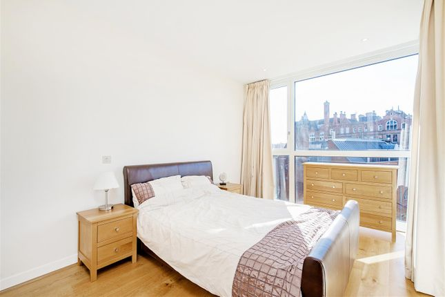 Bedoom of Hepworth Court, Grosvenor Waterside, 30 Gatliff Road, Chelsea, London SW1W
