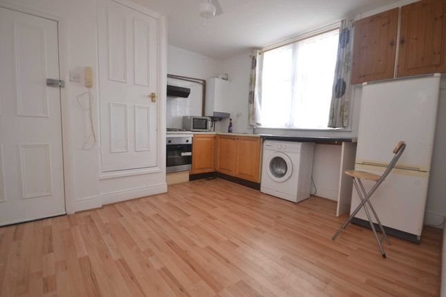 Flat for sale in Carnarvon Road, Reading