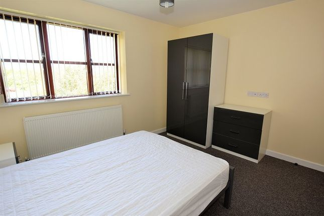 Thumbnail Room to rent in Room 3 Park View, Minton Street, Hartshill