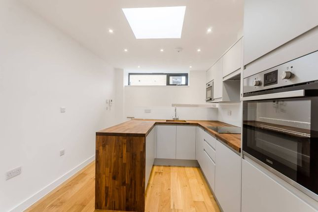 Thumbnail Semi-detached house for sale in Lordship Lane, Wood Green