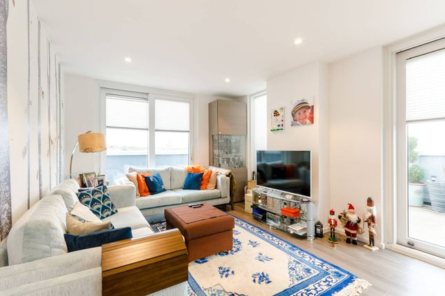 Thumbnail Flat to rent in Broomhill Road, Wandsworth, London