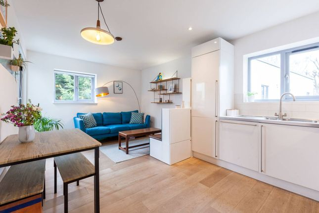 Thumbnail Flat to rent in Criterion Mews, Herne Hill, London