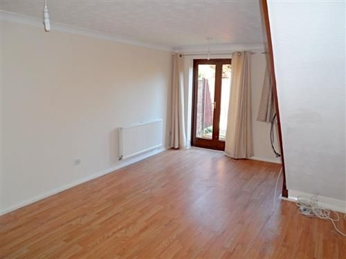 Thumbnail Town house to rent in Barclay Road, Calcot, Reading