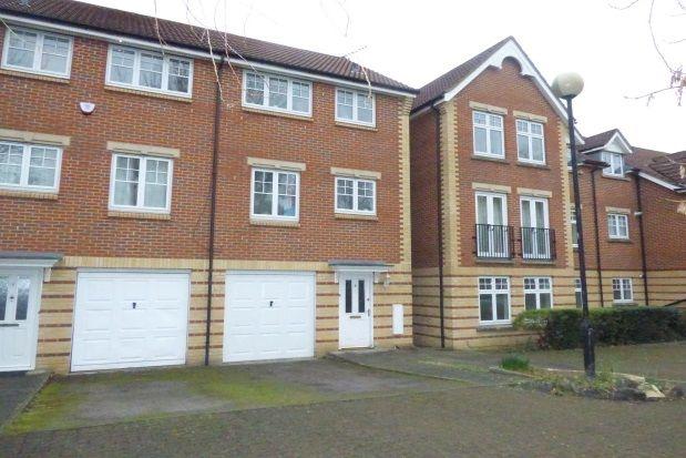 3 bedroom property to rent in Grandfield Avenue, Watford
