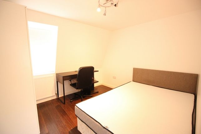 2 bed flat to rent in Susannah Street, All Saints Poplar