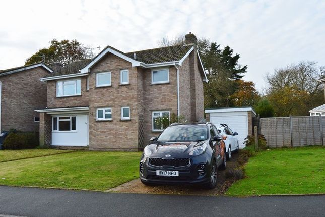 Thumbnail Detached house to rent in Crossfield Avenue, Cowes