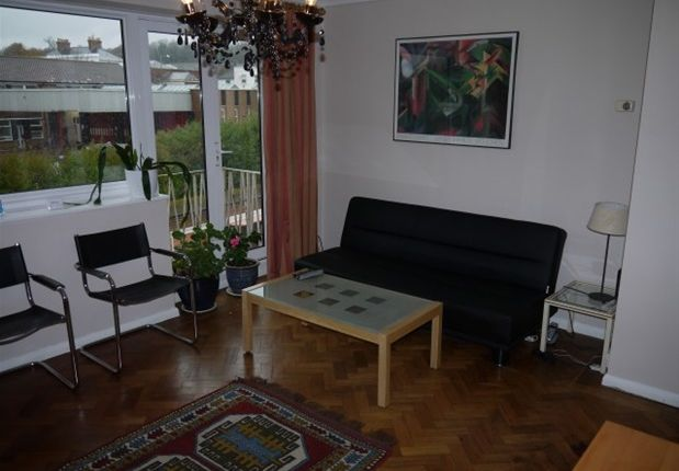 Thumbnail Flat to rent in Dollis Drive, Farnham
