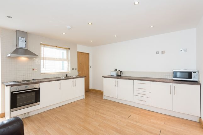 1 bed flat to rent in North Lane, Headingley