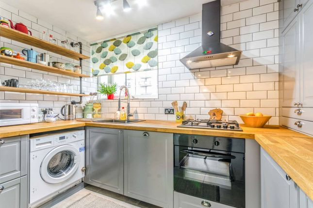 Thumbnail Flat to rent in Buxton Court, Angel, London