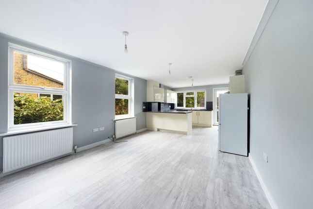 Thumbnail Flat to rent in Brentwood Road, Romford