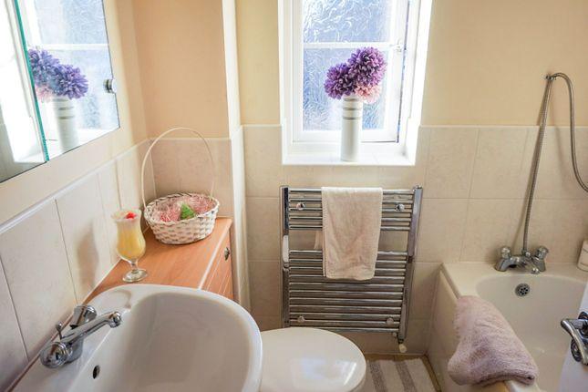 Bathroom of Samian Close, Gateford S81