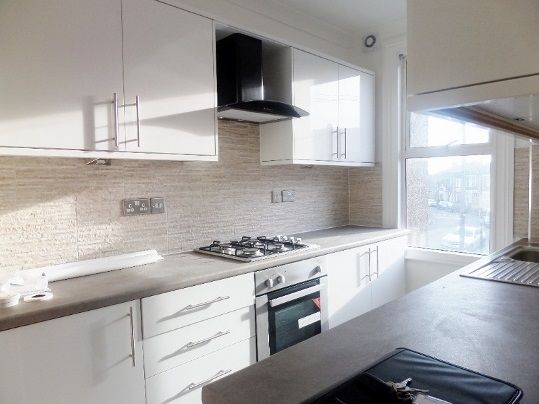 Thumbnail Property to rent in Manor Road, London