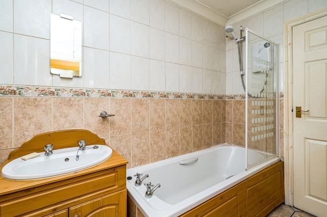 Bathroom of Flat 1, St. Cecilia Close, Kidderminster DY10