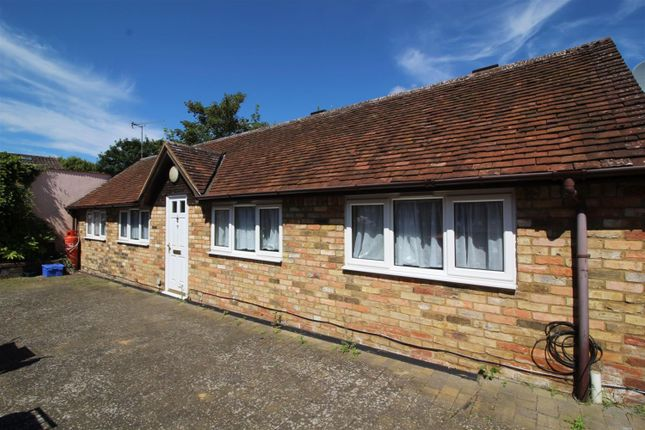 Thumbnail Bungalow for sale in Hockliffe Street, Leighton Buzzard, Bedfordshire