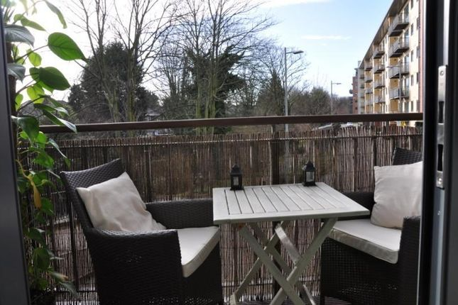nuances de la vente de chaussures vente chaude pas cher 2 bed flat for sale in Chapter Way, Colliers Wood, London ...